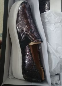 Naturalizer Ladies size 4.5 pewter droplet flats
